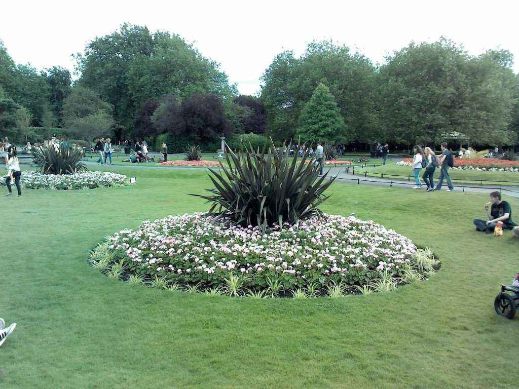 Park St Stephen's green in Dublin Ireland 1